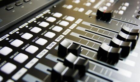 radio phoenix broadcast 700