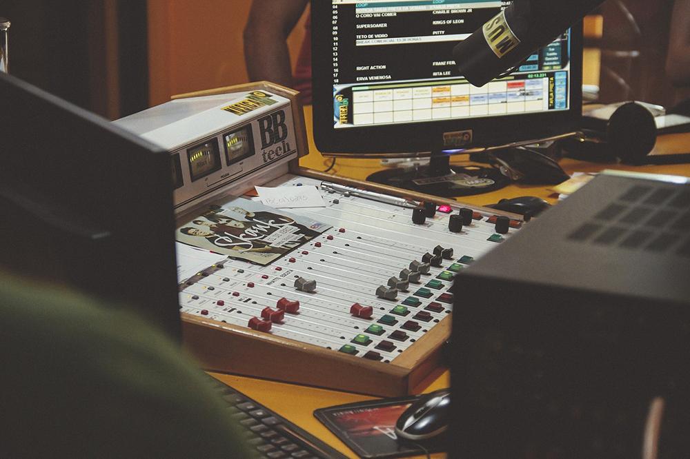 radio phoenix broadcast 01